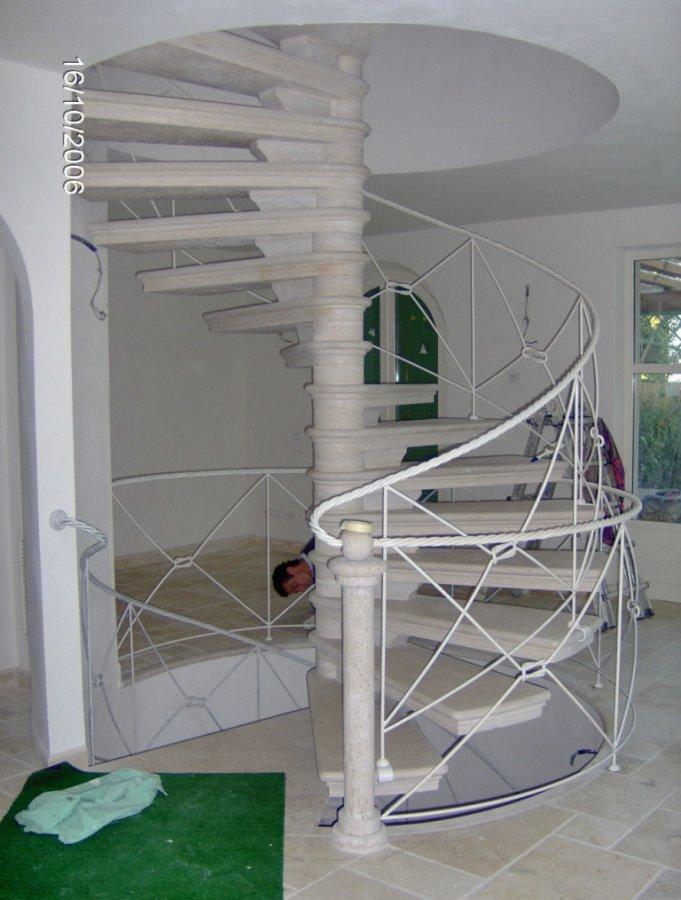Immagine 2 2 scala ferro e marmo - Ringhiere da interno moderne ...