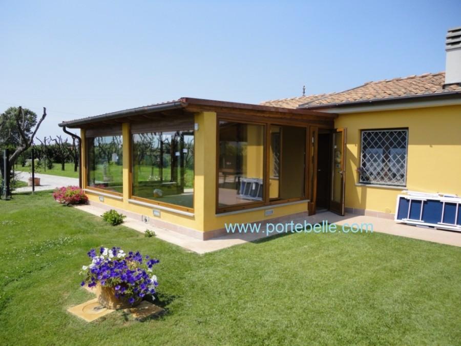 Verande in legno chiuse gallery of verande per terrazzi for Costo ampliamento in legno